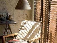 Persianas de madera que combinan la belleza de este material natural con la versatilidad del control de la luz, entregando calidez a cualquier ambiente.