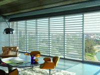 Las cortinas Pirouette tienen un diseño único con láminas horizontales de tela que van adheridos a una capa Sheer posterior, formando delicados pliegues que parecen flotar sobre la ventana.